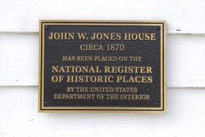 Marker commemorating Jones' house as a historic place. Photo: T.C. Owens